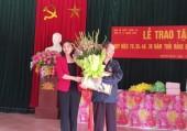 Trao Huy hiệu 70 năm tuổi Đảng cho hai đảng viên lão thành