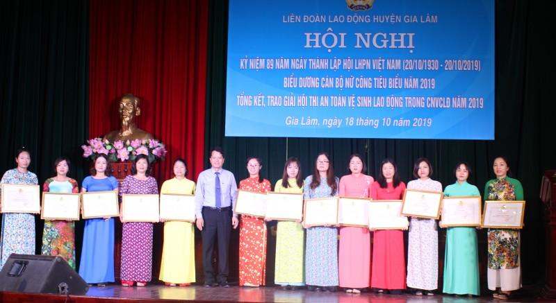 Liên đoàn Lao động huyện Gia Lâm biểu dương 28 cán bộ nữ công tiêu biểu