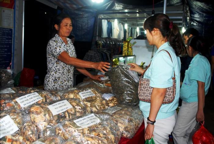 Tuyên truyền, vận động CNVCLĐ tiêu dùng, ủng hộ hàng Việt