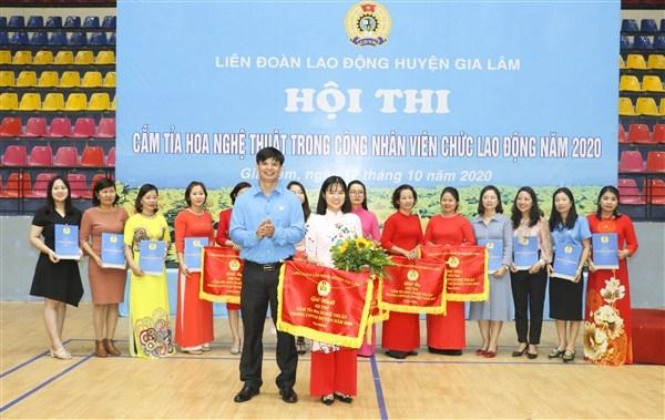 Hội thi cắm, tỉa hoa nghệ thuật trong công nhân viên chức, lao động huyện Gia Lâm