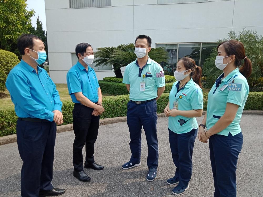 Tiếp tục chú trọng phòng, chống dịch bệnh và chăm lo, hỗ trợ người lao động