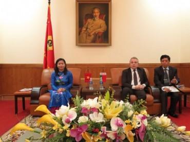 Đoàn đại biểu cao cấp LHCĐ Belarus thăm và làm việc với LĐLĐ Thành phố Hà Nội