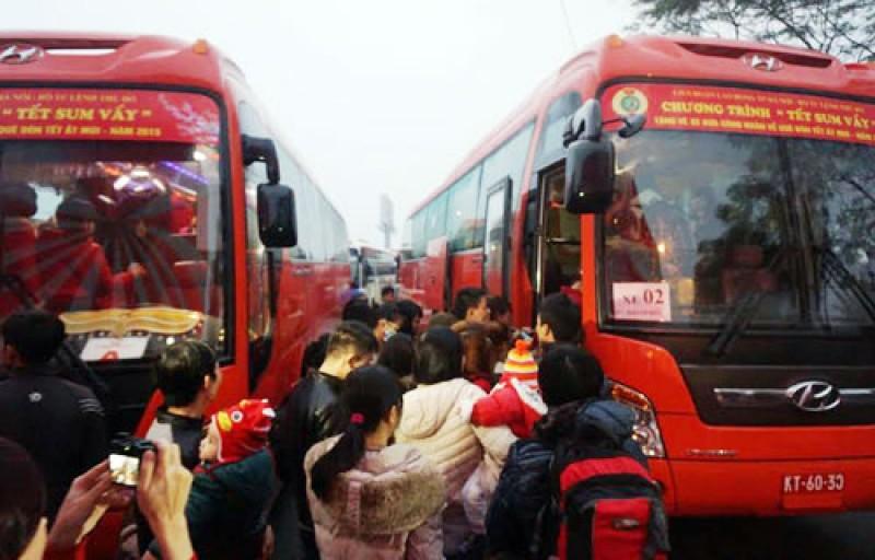 Hà Nội miễn phí đưa 1400 CNLĐ về quê đón Tết Đinh Dậu