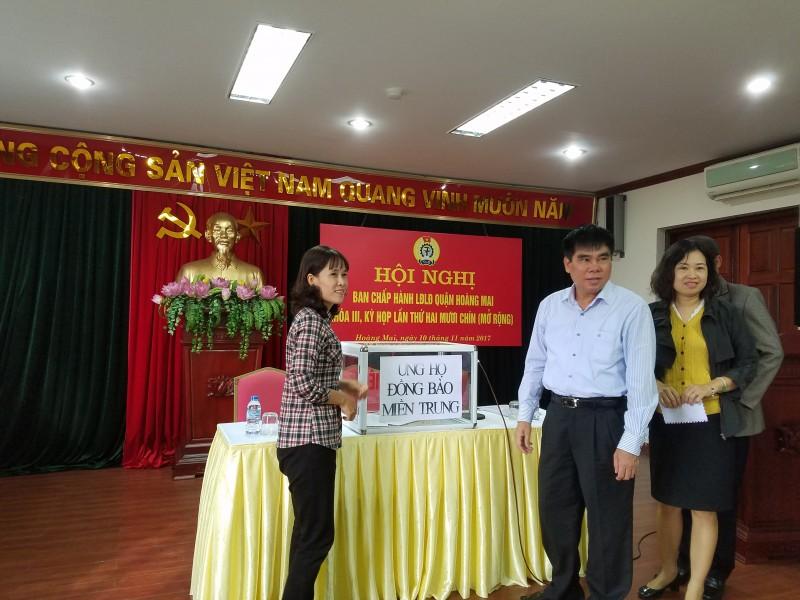 LĐLĐ quận Hoàng Mai quyên góp ủng hộ đồng bào các tỉnh Nam, Trung bộ bị ảnh hưởng thiên tai