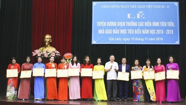 Huyện Gia Lâm tuyên dương, khen thuởng các điển hình tiên tiến, nhà giáo mẫu mực