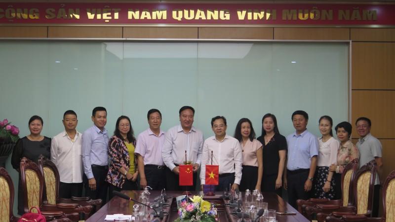 Đoàn đại biểu Tổng Công hội tỉnh Vân Nam (Trung Quốc) thăm và làm việc với LĐLĐ thành phố Hà Nội