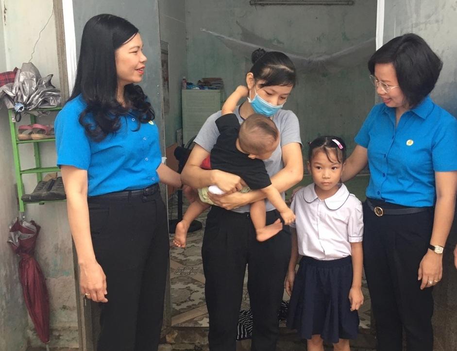 Nâng cao vai trò, vị thế của nữ công nhân viên chức lao động