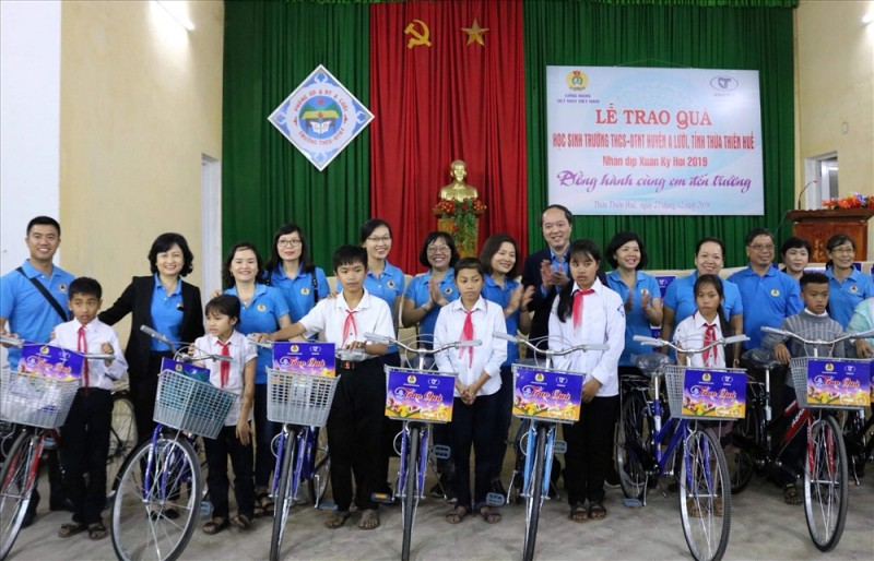 Chương trình từ thiện 'Hạnh phúc là chia sẻ'