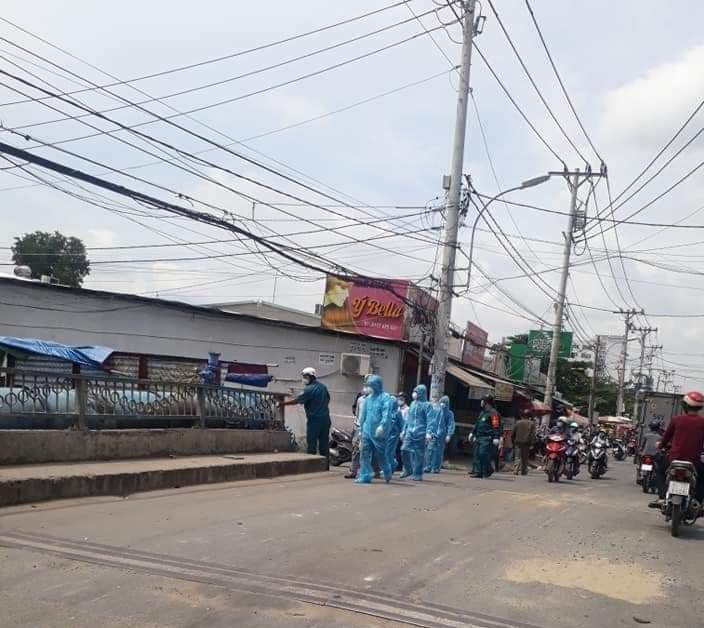 Phong tỏa khu phố 2.000 dân khi phát hiện 53 ca nhiễm Covid-19