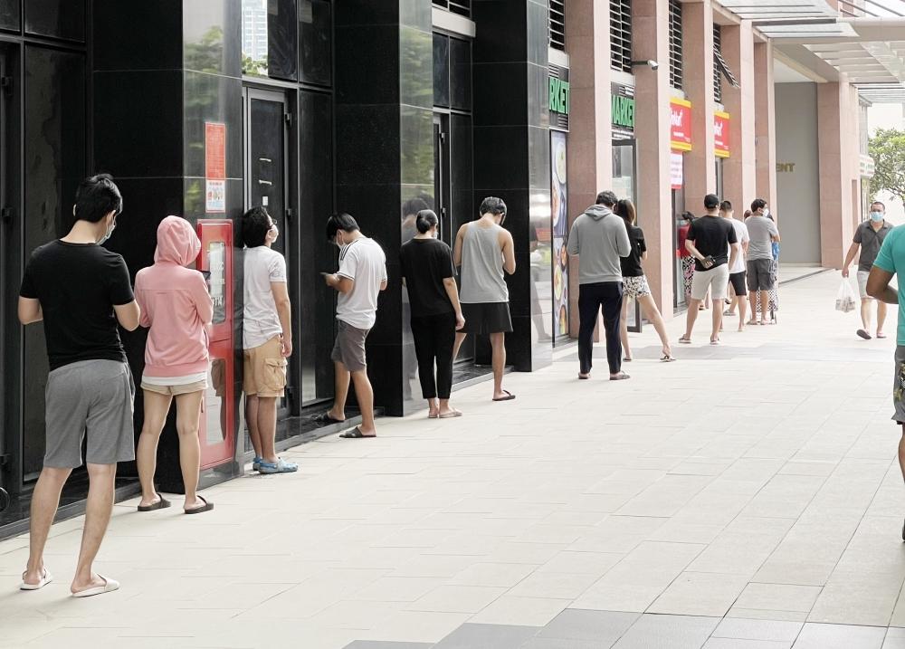 Hàng ngàn điểm bán hàng bình ổn, lưu động tại thành phố Hồ Chí Minh