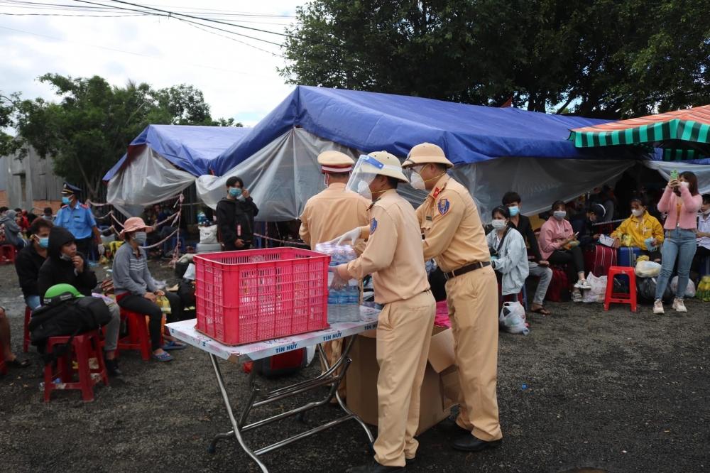 Người dân Phú Yên ở Sài Gòn vui mừng vì được về quê miễn phí