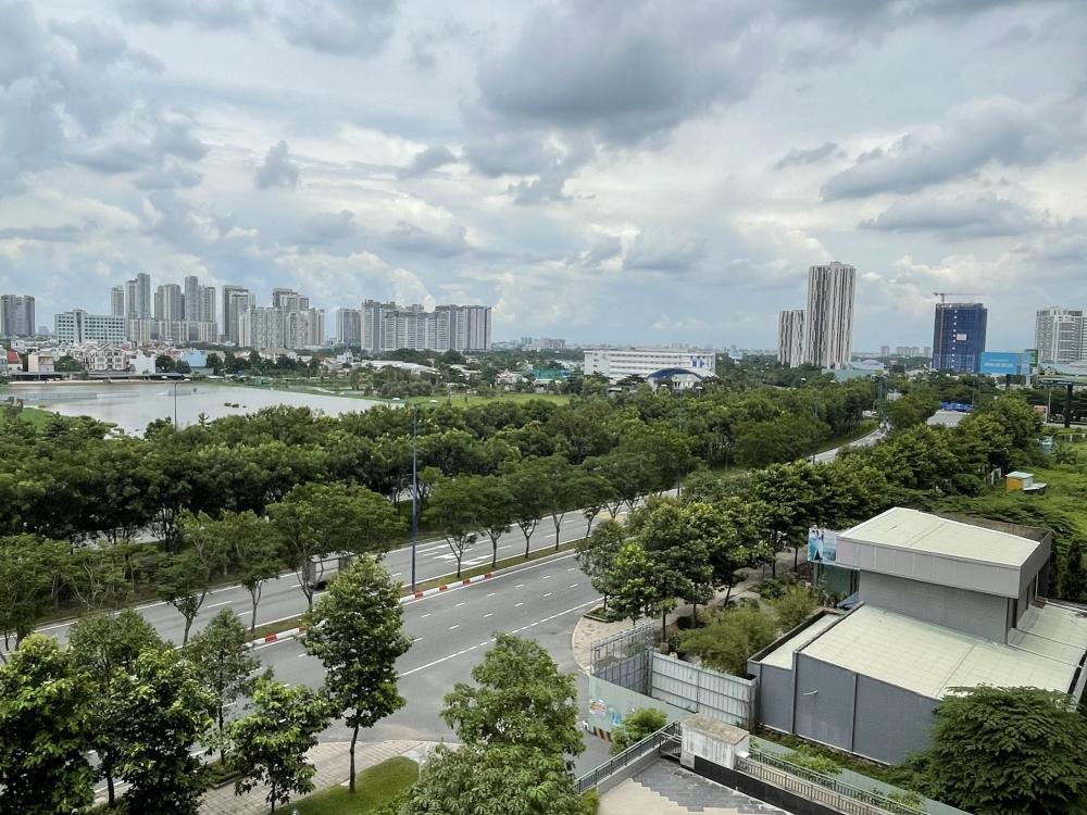 """Thành phố Hồ Chí Minh ngày đầu """"ở yên tại chỗ"""": Vẫn còn nhiều người ra đường"""