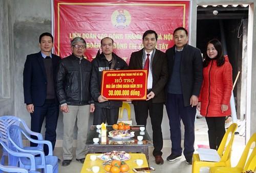 Liên đoàn lao động thị xã Sơn Tây bàn giao mái ấm công đoàn