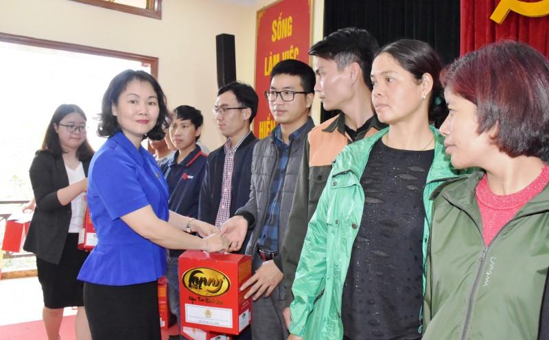 """Công đoàn ngành Giao thông vận tải Hà Nội: Ấm áp chương trình """"Tết sum vầy"""""""