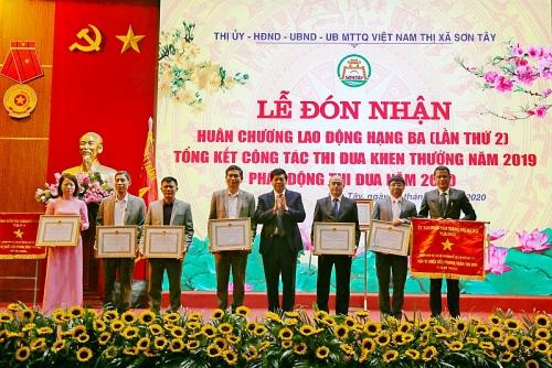 thi xa son tay don nhan huan chuong lao dong hang ba