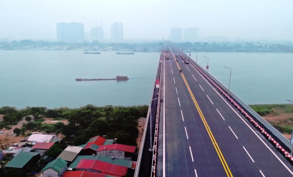 Kiểm soát chặt tải trọng xe qua cầu Thăng Long