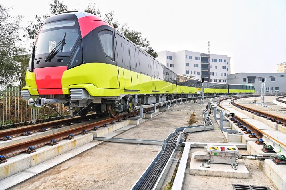 Người dân hào hứng tham quan tàu Nhổn – ga Hà Nội