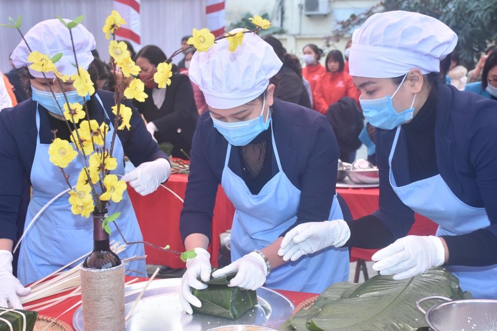 Liên đoàn Lao động thị xã Sơn Tây quan tâm nữ công nhân lao động