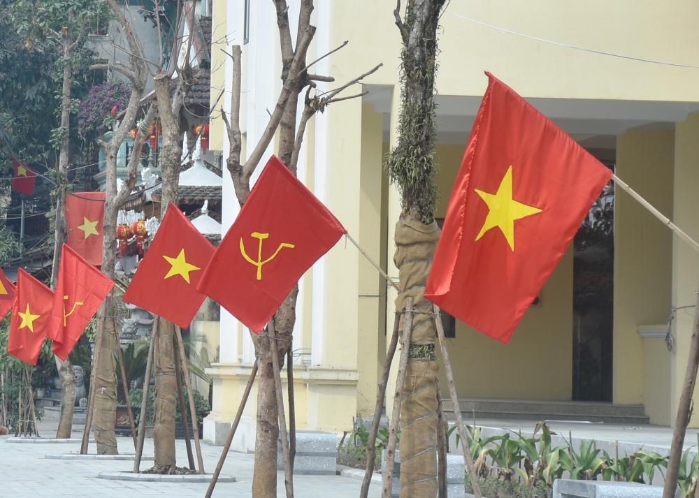 Sơn Tây rộn rã cờ hoa mừng Đảng, mừng Xuân
