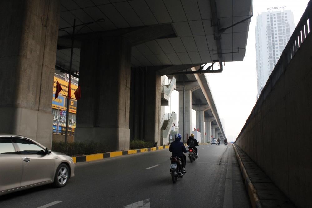 Đường phố Hà Nội yên bình sáng 30 Tết