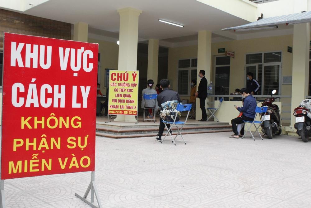 Cận cảnh xét nghiệm Covid-19 cho người dân từ Hải Dương về Hà Nội