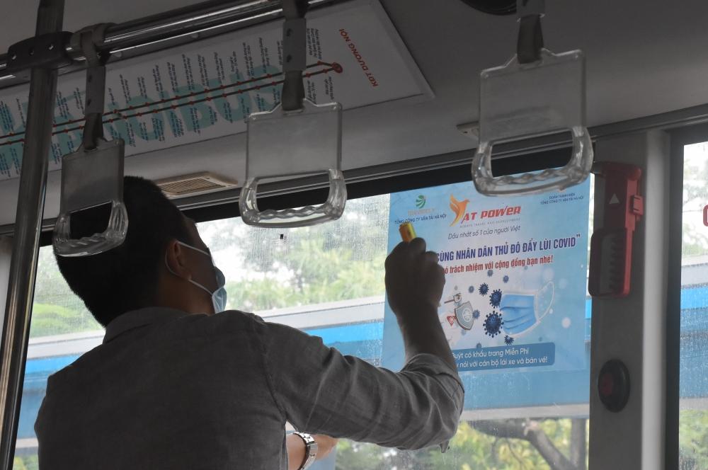 Đẩy mạnh các hoạt động phòng, chống dịch Covid-19 trên xe buýt