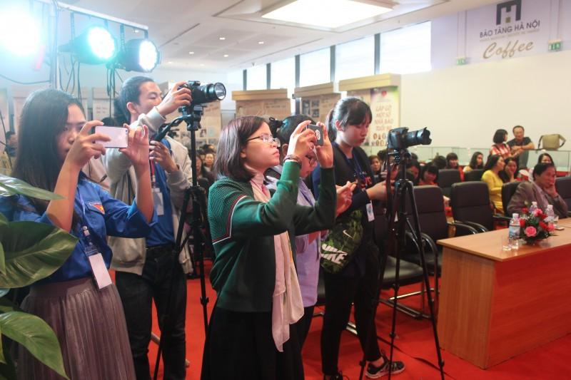 Nhà báo nữ - ngoài niềm đam mê là nỗ lực làm việc gấp đôi, gấp ba