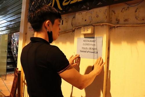Ngoại thành Hà Nội trong dịch Covid-19: Nơi cửa hàng đóng im lìm, nơi tấp nập