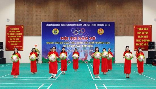 Sơn Tây: Sôi nổi hội thi Dân vũ trong cán bộ giáo viên, nhân viên khối trường học