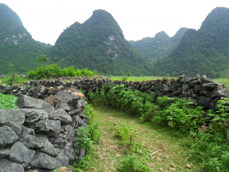 Nét độc đáo bên những tường đá vùng biên