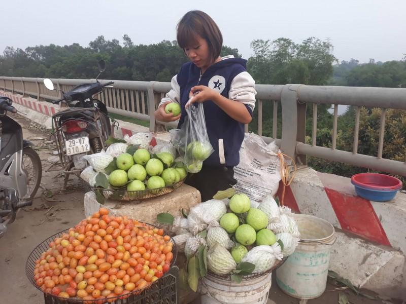 Cần sớm chấn chỉnh 'chợ nông sản' dọc Đại lộ nghìn tỷ