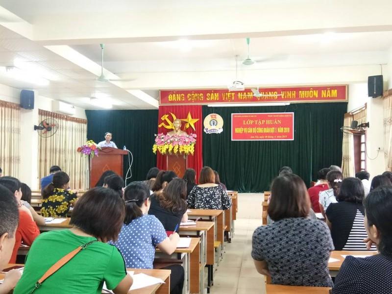 LĐLĐ thị xã Sơn Tây bồi dưỡng nghiệp vụ cho hơn 200 cán bộ công đoàn