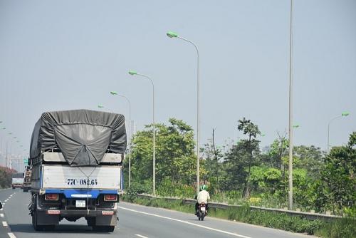 Ẩn họa xe máy 'lạc' vào cao tốc Đại lộ Thăng Long