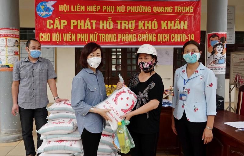 Hội Liên hiệp phụ nữ thị xã Sơn Tây: Đồng hành cùng phụ nữ nghèo trong mùa dịch