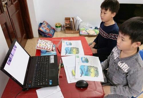 Ngành giáo dục thị xã Sơn Tây: Tạm dừng đến trường nhưng không ngừng việc học