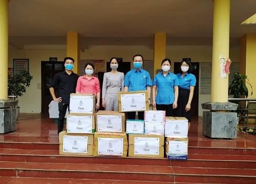 Trao tặng đồ dùng phòng chống dịch cho Trung tâm y tế và Bệnh viện đa khoa huyện Ba Vì