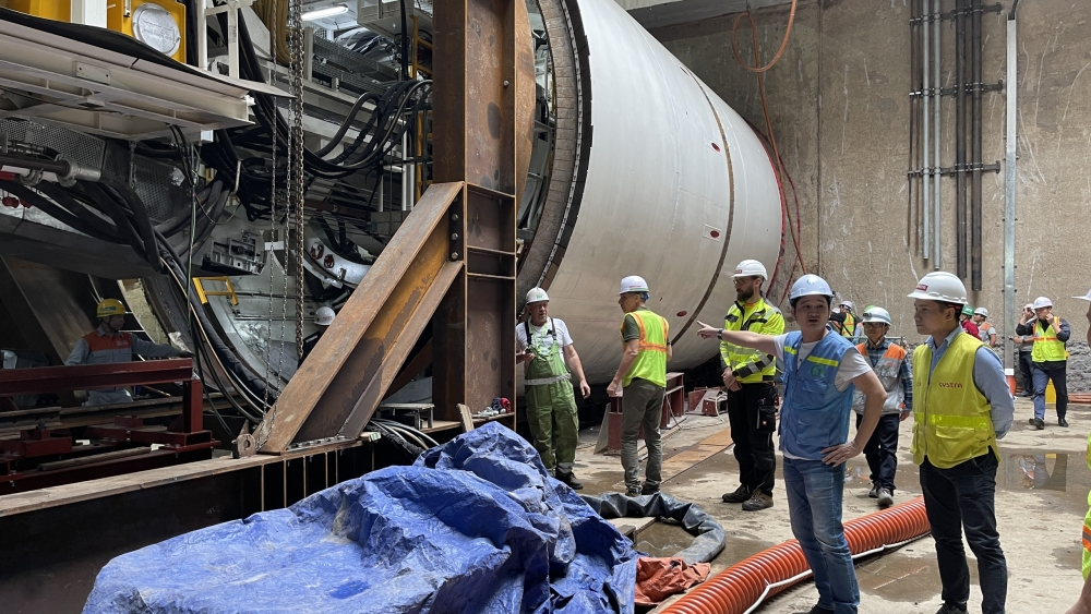 Lắp đặt hai máy đào hầm dự án đường sắt đô thị Nhổn - ga Hà Nội