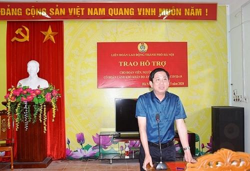 trao qua ho tro cho cong nhan lao dong gap kho khan huyen thach that