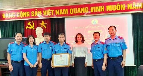 Tổ chức khen thưởng tập thể và cá nhân trong công tác phòng chống dịch Covid-19