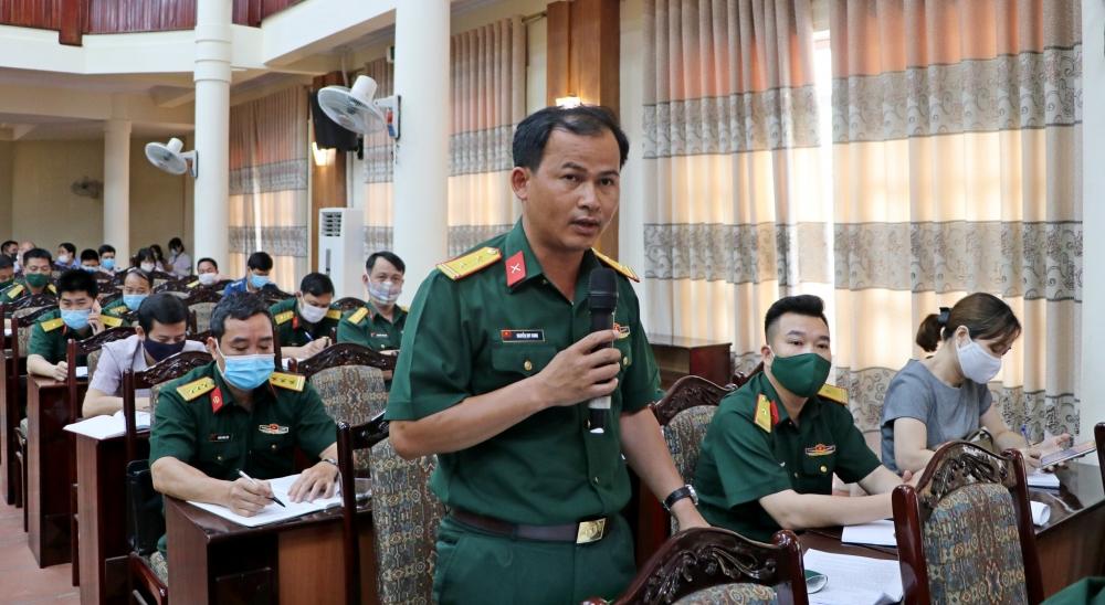 Ứng cử viên đại biểu Quốc hội tiếp xúc cử tri tại thị xã Sơn Tây