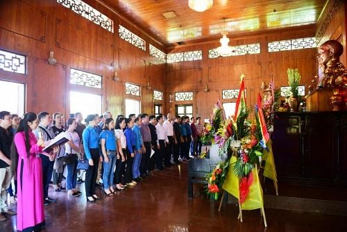 Ngành GTVT Hà Nội tổ chức báo công, dâng hương Chủ tịch Hồ Chí Minh