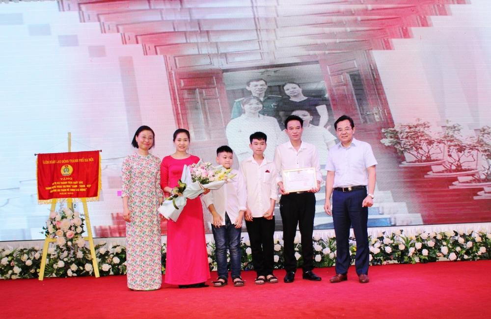 Liên đoàn Lao động thị xã Sơn Tây: Tôn vinh giá trị gia đình