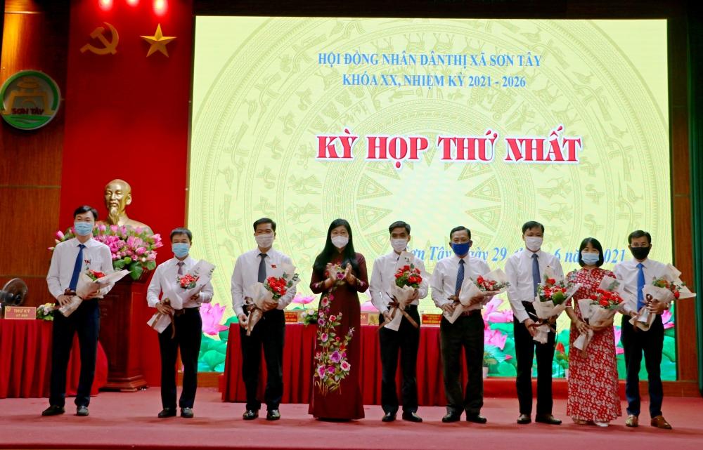 Ông Nguyễn Quang Hán được tín nhiệm bầu làm Chủ tịch Hội đồng nhân dân thị xã Sơn Tây