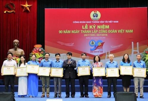Mít tinh chào mừng 90 năm ngày thành lập Công đoàn Việt Nam