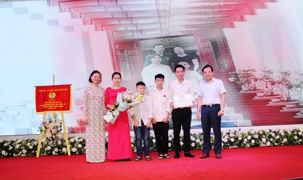 """Sơn Tây đẩy mạnh phong trào thi đua """"Giỏi việc nước, đảm việc nhà"""""""