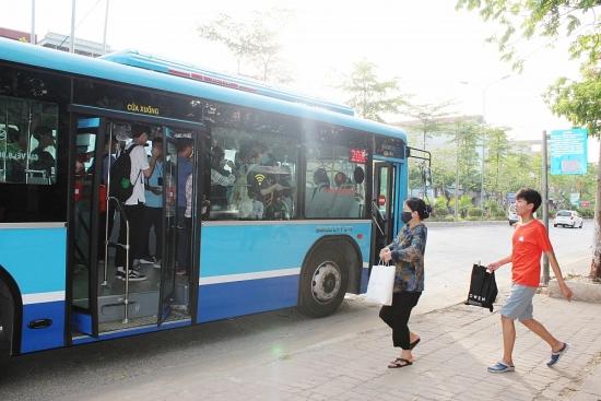 """Tiếp thông tin """"Khổ sở vì xe buýt quá tải"""": Hành khách đã không còn bị lỡ chuyến"""