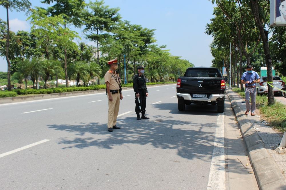 Đội nắng lửa, bám chốt kiểm soát dịch nơi cửa ngõ Thủ đô