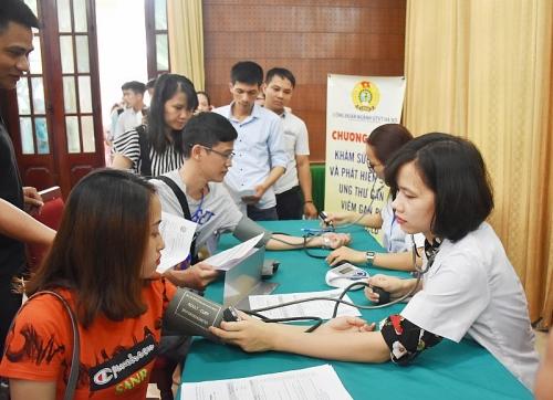 Tổ chức khám sức khoẻ miễn phí cho hơn 500 công nhân viên chức lao động