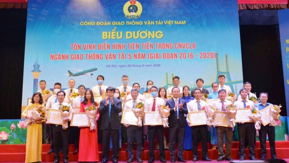 Đẩy mạnh thi đua học tập và làm theo tư tưởng, đạo đức, phong cách Hồ Chí Minh