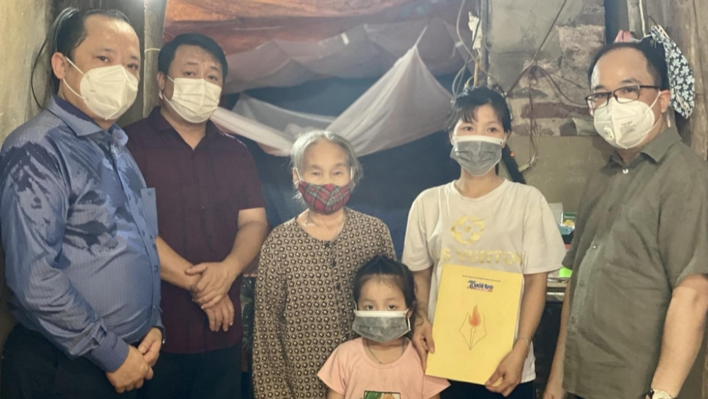 Những suất quà nghĩa tình đến với hoàn cảnh khó khăn ở huyện Thanh Oai